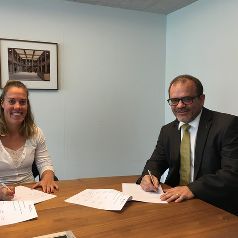 Jeannine Gmelin | OKB CEO Bruno Thürig | Partnerschaft mit Obwaldner Kantonalbank verlängert