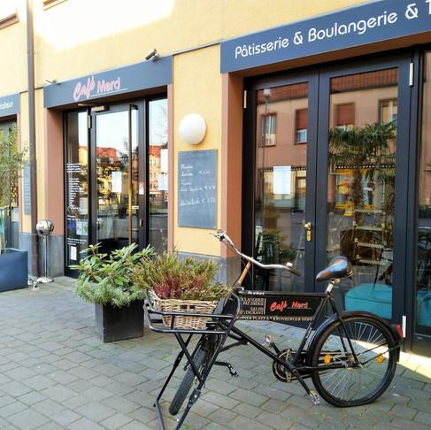 Café Merci: innen & außen