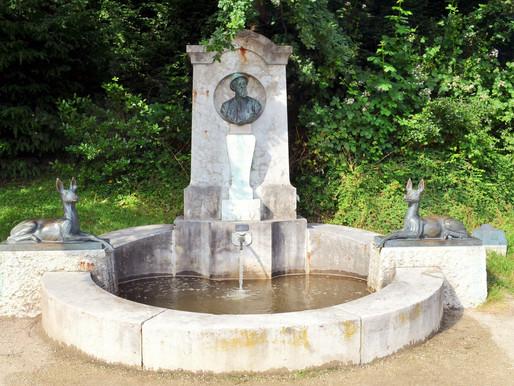 ...am Schiller-Weiher das Denkmal von Professor Anton Burger