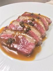 鴨胸肉のソテー グリーンペッパーソース