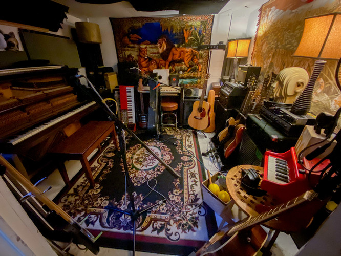 piano guitar room.jpg