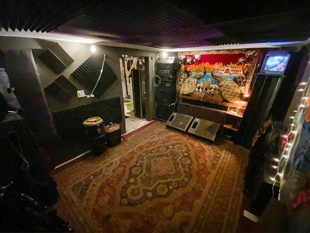 Live Room SW Corner