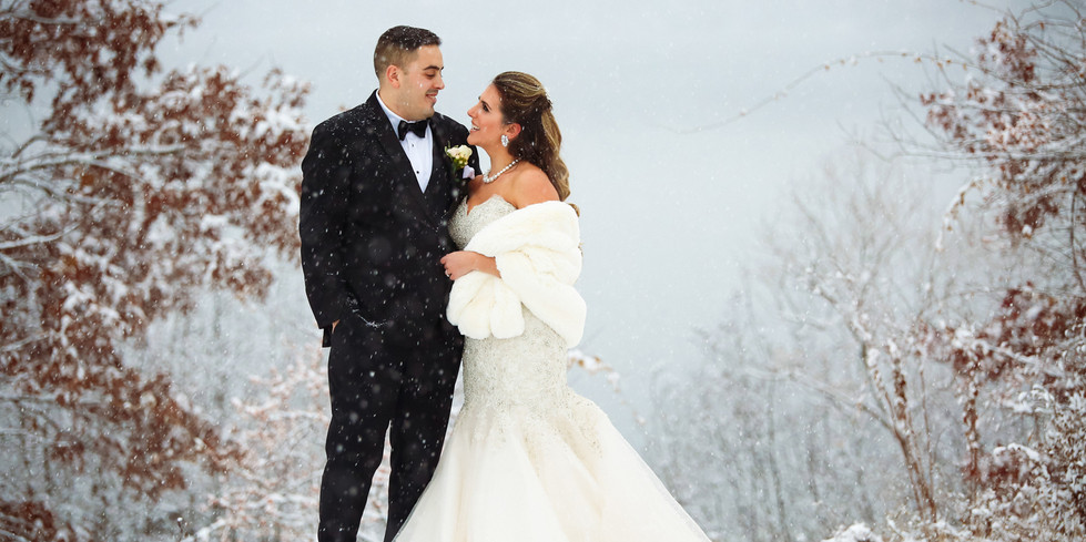 Gorgeous and elegant snowfall wedding, by  Xenia Helix Photograhy