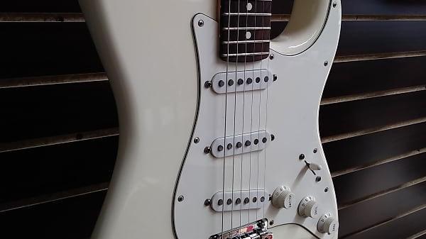 2017 Fender American Professional Stratocaster White