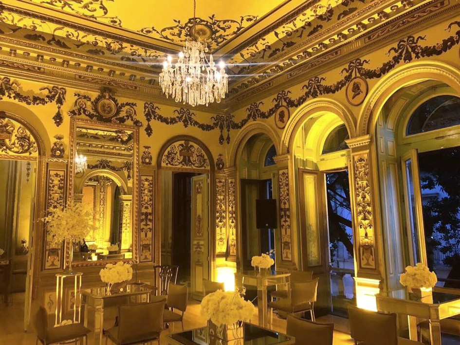 Salón_francés_montaje_edited.jpg