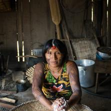 Dabayu Yudja preparing manioc flour, washing out the poisonous toxins