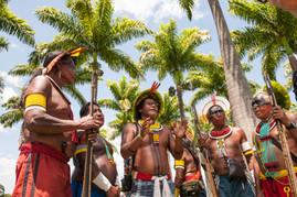 Kayapó chiefs Kryt, Ta'kire, Bengotí, Tumré and Kokoretí in Brasilia for a meeting at Congress