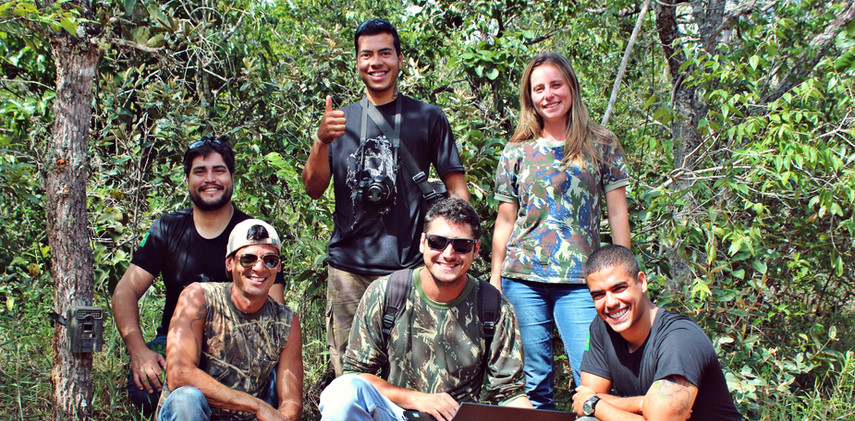 Team - Brasília é o Bicho  The amazing team behind all the beautiful records.