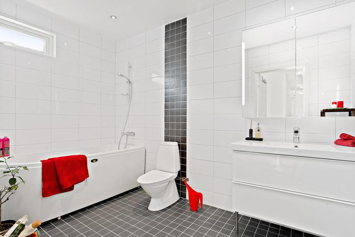 Toalett 2 med badkar