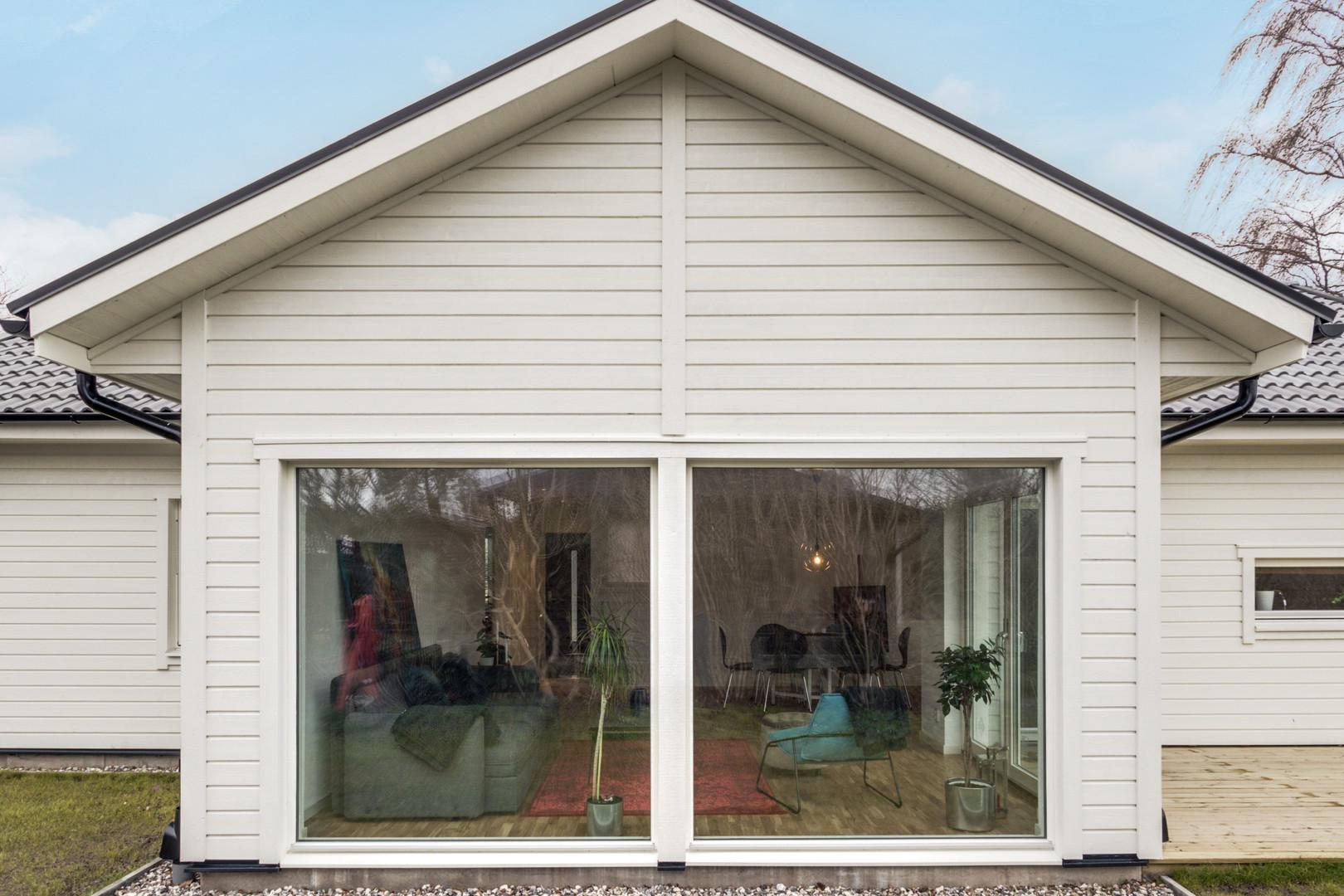 Stora fönsterväggar