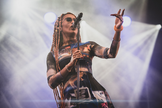 """The British artist Diana """"IAMDDB"""" De Brito, live at Foreztival festival, Trelins, France, August 2019.  © Philippe """"Pippo"""" Jawor All rights reserved."""