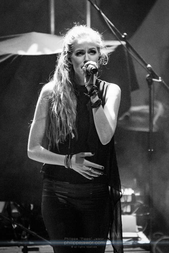 """Aeva Maurelle, singer of the German alternative metal band Aeverium, live in Lyon, France, December 2017.  © Philippe """"Pippo"""" Jawor All rights reserved."""