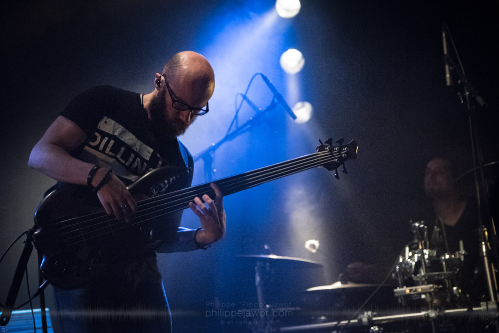 """Robin Zielhorst, bass player of the Dutch progressive metal band Exivious, live in Lyon, France, November 2017.  On assignment for Metal Obs' Magazine © Philippe """"Pippo"""" Jawor All rights reserved."""