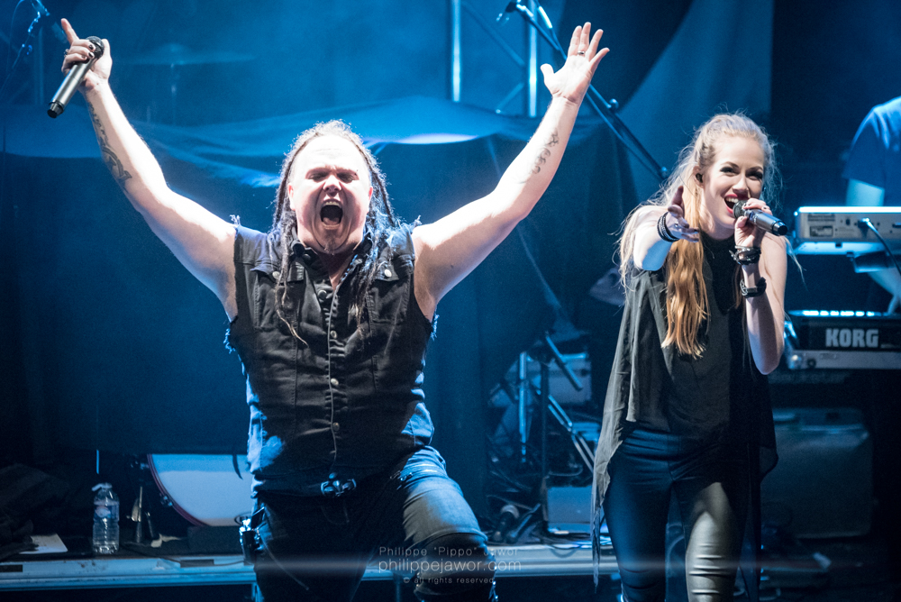 """Marcel """"Chubby"""" Römer (left) and Aeva Maurelle (right), singers of the German alternative metal band Aeverium, live in Lyon, France, December 2017.  © Philippe """"Pippo"""" Jawor All rights reserved."""