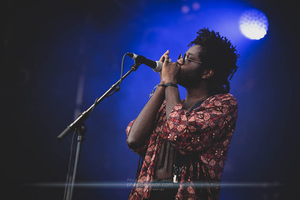 """The British folk artist Lookman Adekunle """"L.A."""" Salami, live at Beauregard Festival, Hérouville-Saint-Clair, France, July 2018  © Philippe """"Pippo"""" Jawor All rights reserved."""