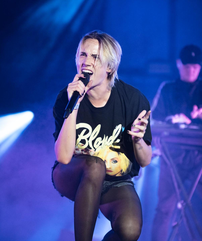 "The Danish pop artist Karen Marie ""Mø"" Ørsted, live at Rock en Seine festival, Paris, France, August 2017.  On assignment for ZYVA Magazine All rights reserved."
