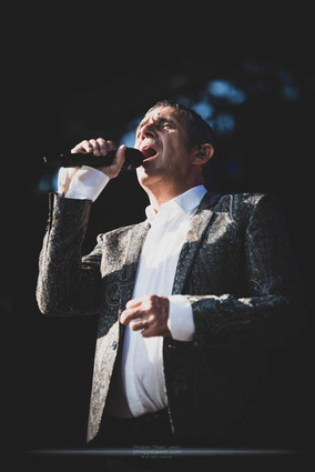 """The French singer Julien Clerc, live at Beauregard Festival, Hérouville-Saint-Clair, France, July 2018.  © Philippe """"Pippo"""" Jawor All rights reserved."""