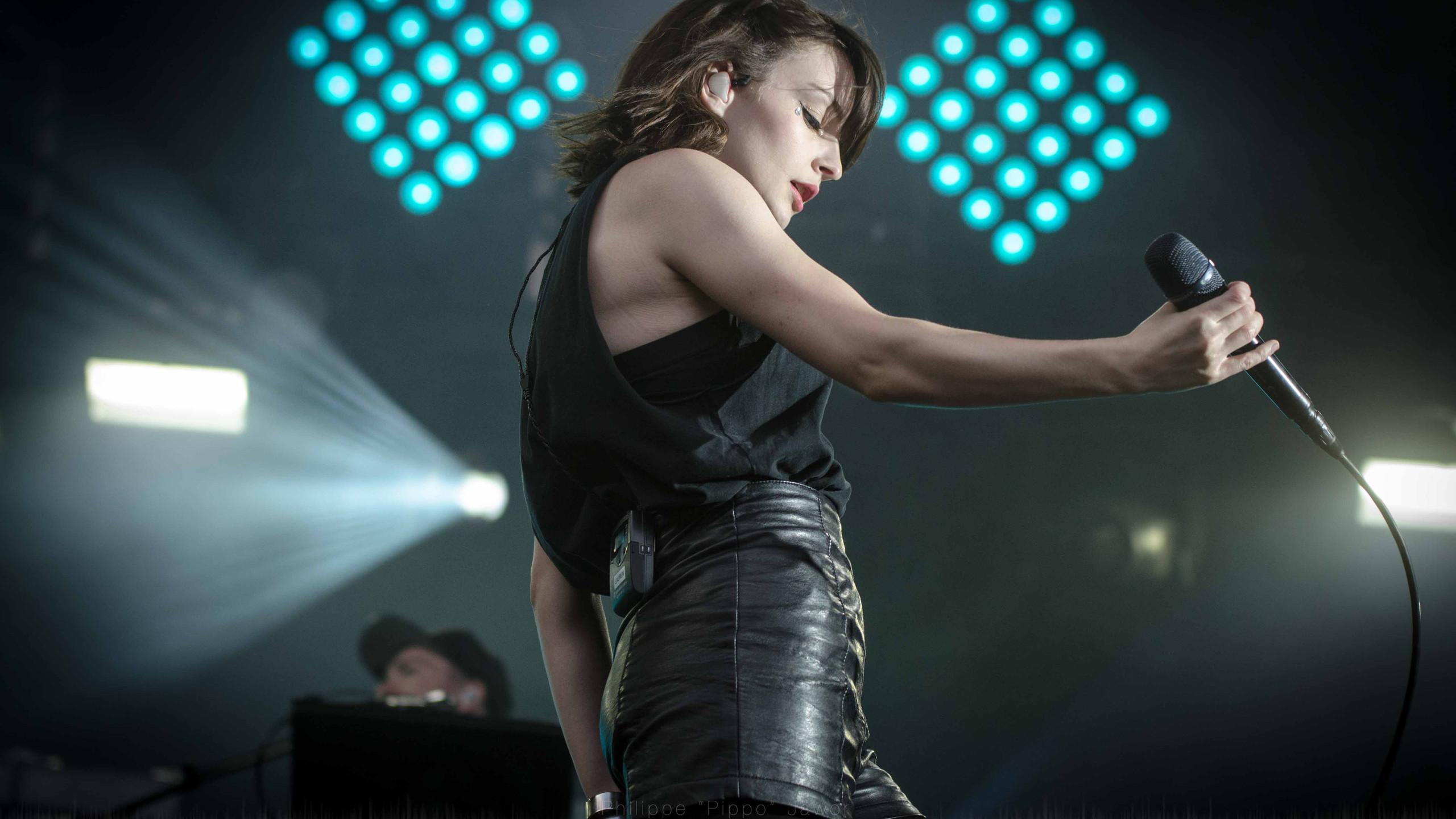 Lauren Mayberry, lead singer of the Scottish pop band Chvrches, at Rock en Seine festival, August 2016.