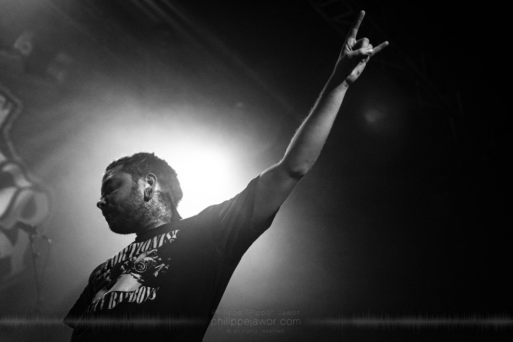 """Tom Barber, lead singer of the American deathcore band Lorna Shore, live in Lyon, France, with the Never Say Die! Tour, November 2017.  © Philippe """"Pippo"""" Jawor All rights reserved."""