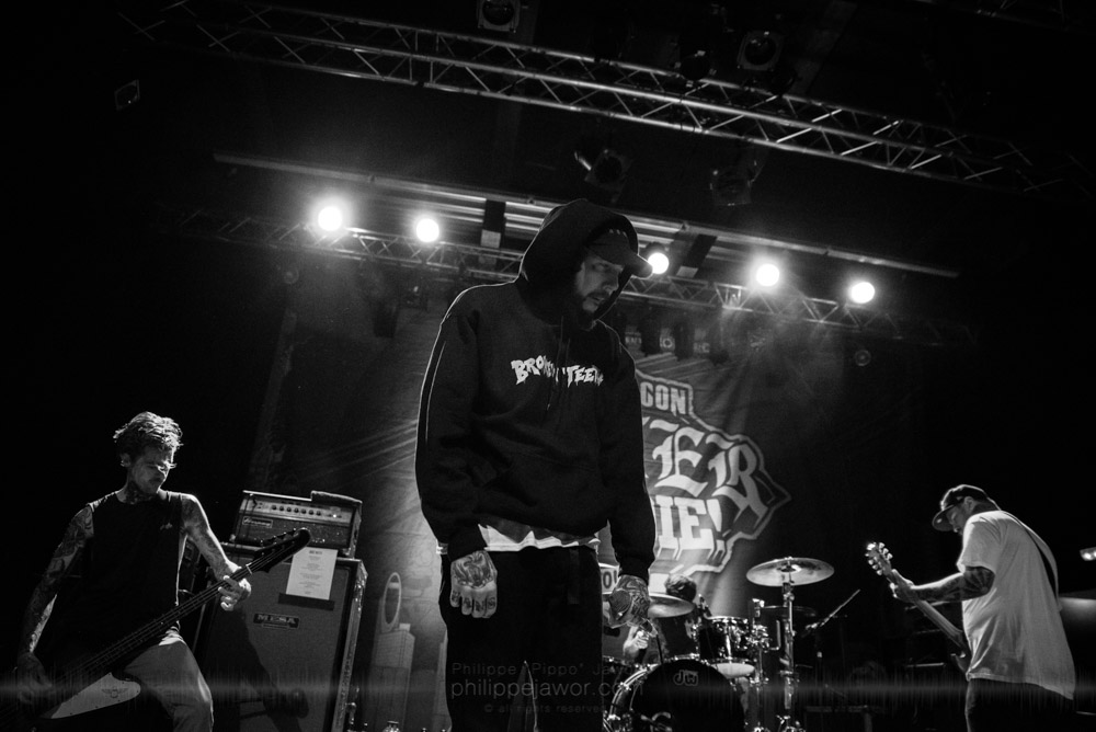 """The Australian metalcore band Deez Nuts, live in Lyon, France, with the Impericon Never Say Die! Tour, November 2017.  © Philippe """"Pippo"""" Jawor All rights reserved."""