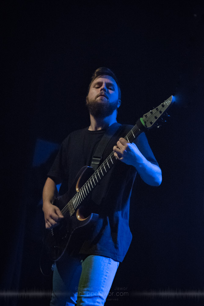 """Rick Schneider, guitarist of the Australian metalcore band Polaris, live in Lyon, France, with the Impericon Never Say Die! Tour, November 2017.  © Philippe """"Pippo"""" Jawor All rights reserved."""