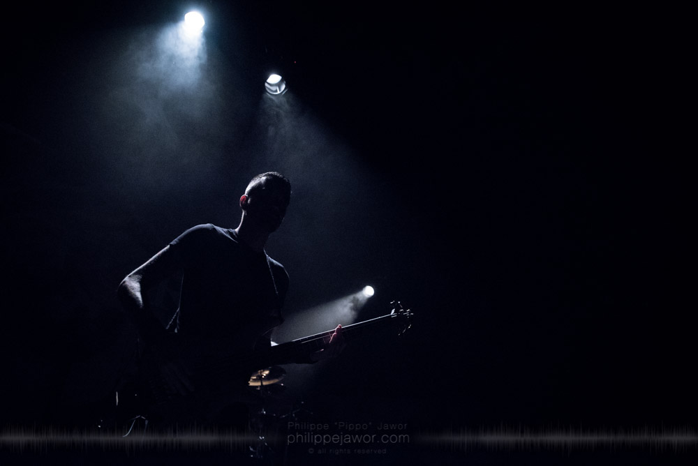 """Remko Tielemans, bass player of the Dutch progressive metal band Textures, live in Lyon, France, November 2017.  On assignment for Metal Obs' Magazine © Philippe """"Pippo"""" Jawor All rights reserved."""