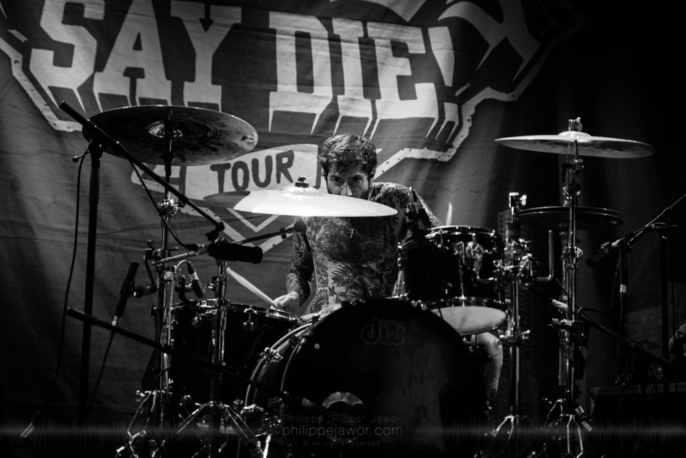 """Alex Salinger, drummer of the Australian metalcore band Deez Nuts, live in Lyon, France, with the Impericon Never Say Die! Tour, November 2017.  © Philippe """"Pippo"""" Jawor All rights reserved."""