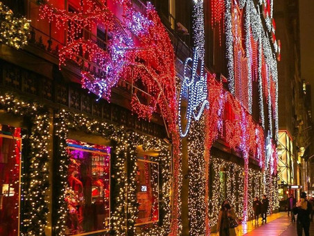 New York City: The Saks Fifth Avenue Holiday Light Show 2020