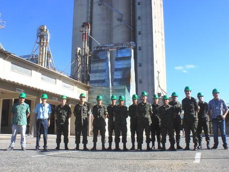Grupo de militares do 15° GAC AP visita a Bom Jesus