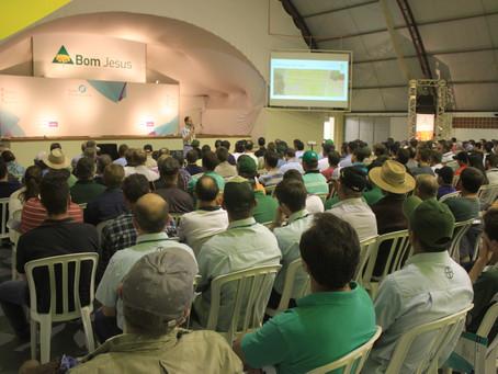 Palestra técnica sobre Doenças em Soja reúne cerca de 300 participantes