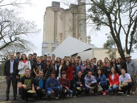 Jovens da Copacol visitam a Bom Jesus