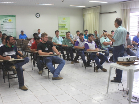 Colaboradores participam de Treinamento Técnico em Sementes e Fungicidas