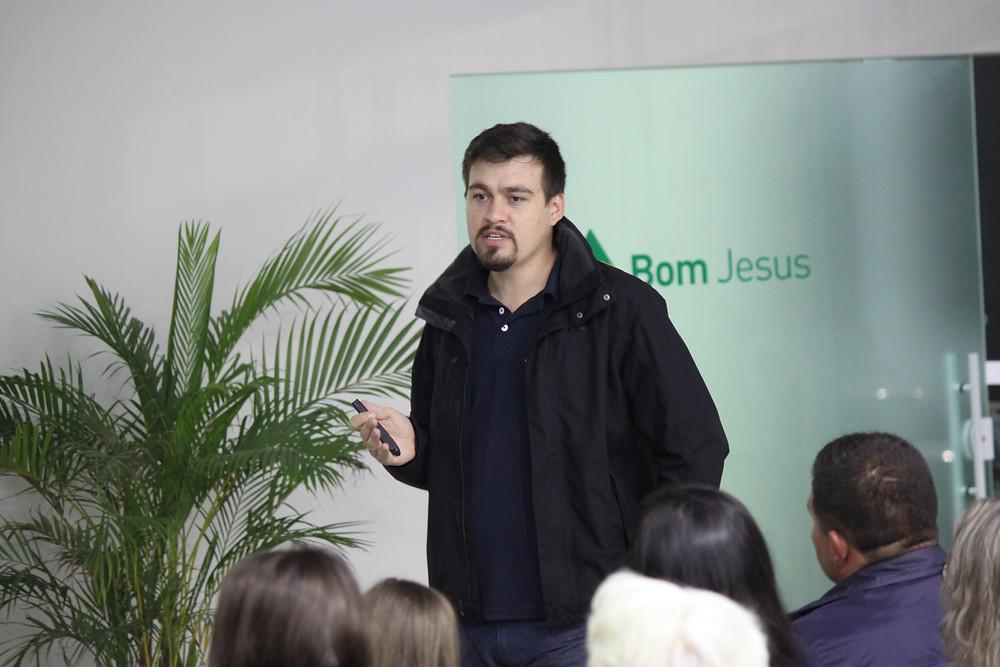 Deivid faz palestra sobre Gestão de Propriedades.