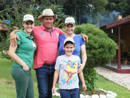 LEITE: Atividade é realizada com dedicação e trabalho em família, em São Mateus do Sul