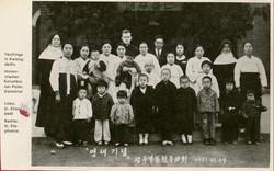 1931광주북동-골롬반교리신부님 왼쪽엘리사벳수녀 오른쪽 스케파니아수녀