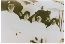 서울에 도착한 4명의 수녀