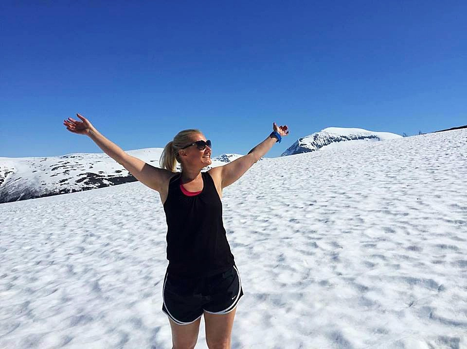 Emma exploring the snow in the midle of the summer in Tromsø