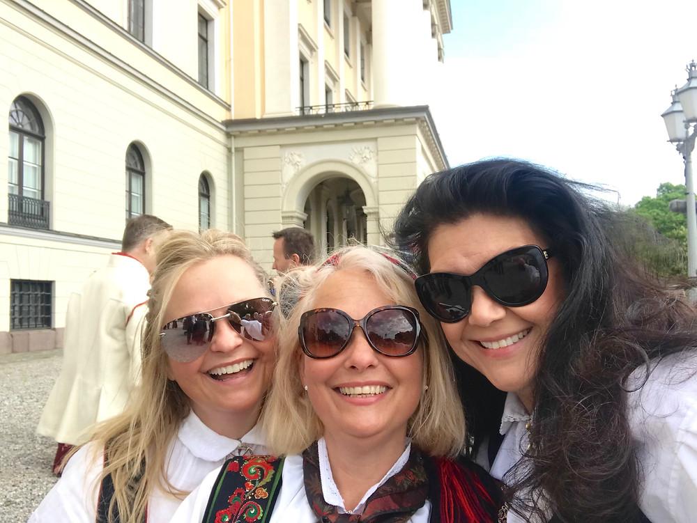 Tre flotte Drammens-jenter by Lise Åserud