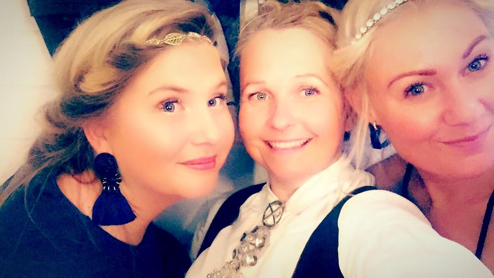 TravelQueen together with Kajsa F Hennerstedt og Emma Eriksson