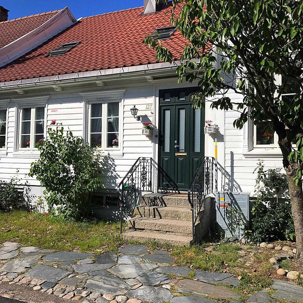 White and wooden houses in Posebyen