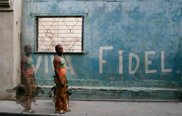 2009 - Man Walking Dog/Viva Fidel
