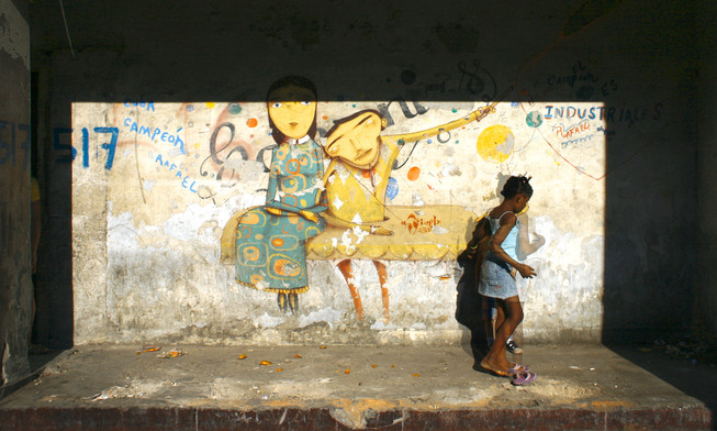2009 - Girl in Front of Wall