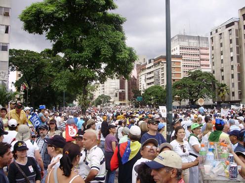 ¿Cómo viven quienes deciden quedarse sin protestar en Venezuela?