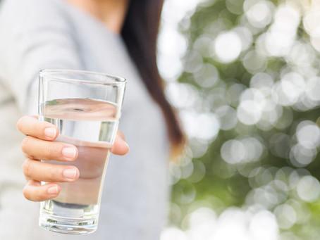La importancia de tomar agua en la belleza