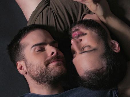 O amor está no ar! Vem conhecer esse casal apaixonado e a mensagem que eles gostariam de passar!