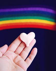 虹とハート型の粘土
