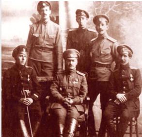 М.А. Жебрак (в центре) и измаильские офицеры, 1917 г.