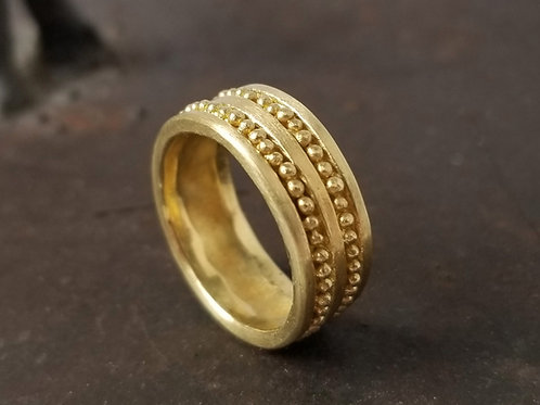 Large ring in gold with granulation