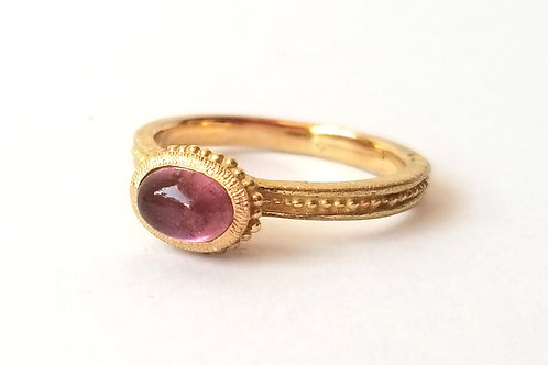 Roma ring oval pink cabochon