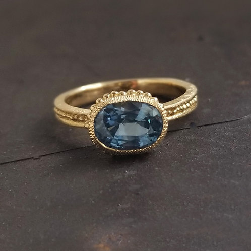 Roma oval blue sapphire ring